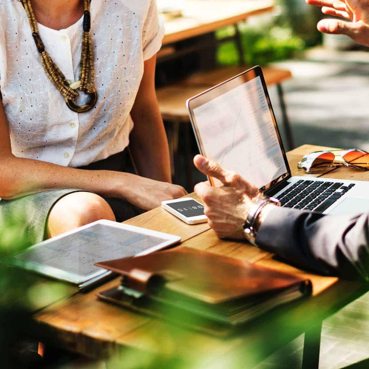 business-professionals-consultation